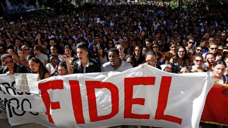 Students of the University of Havana carry a sign reading
