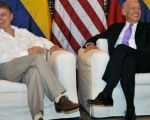 Colombian President Juan Manuel Santos (L) meets US Vice-President Joe Biden in Cartagena, Colombia, Thursday Dec. 1