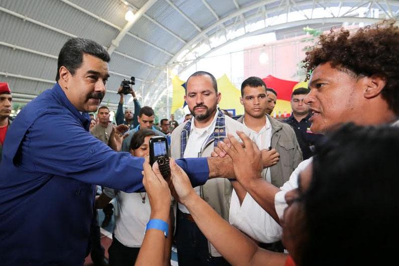 Nicolás Maduro denuncia golpe de Estado financiero contra Venezuela