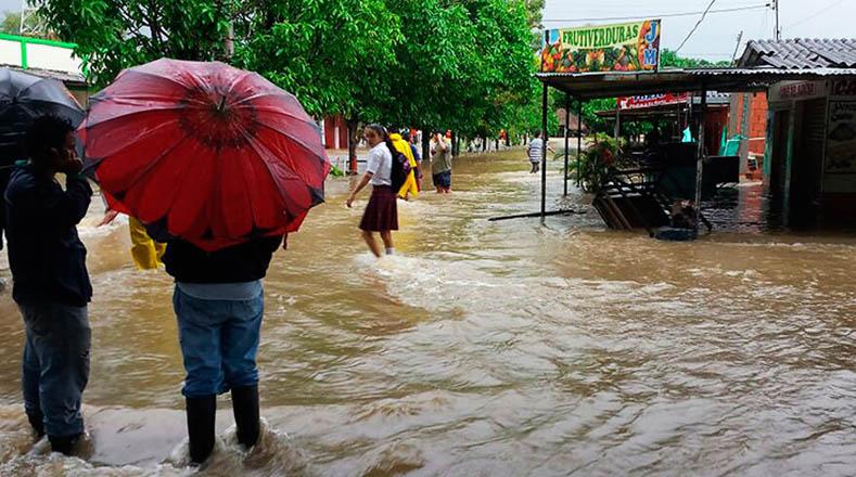 Lluvias dejan 37 muertos y 10 mil familias afectadas en Colombia