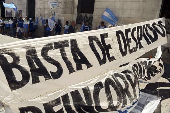 """Despidos masivos en Argentina el """"efecto Macri"""""""