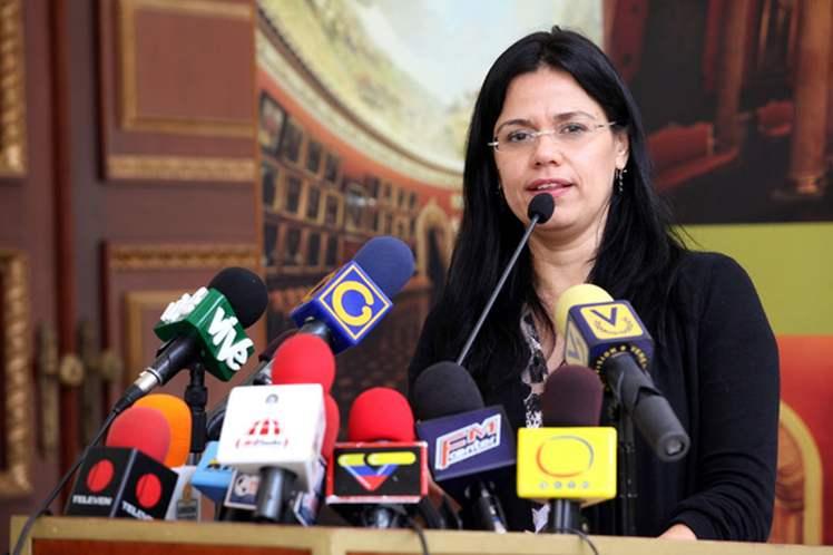Venezolanas repudian agresión contra canciller Delcy Rodríguez