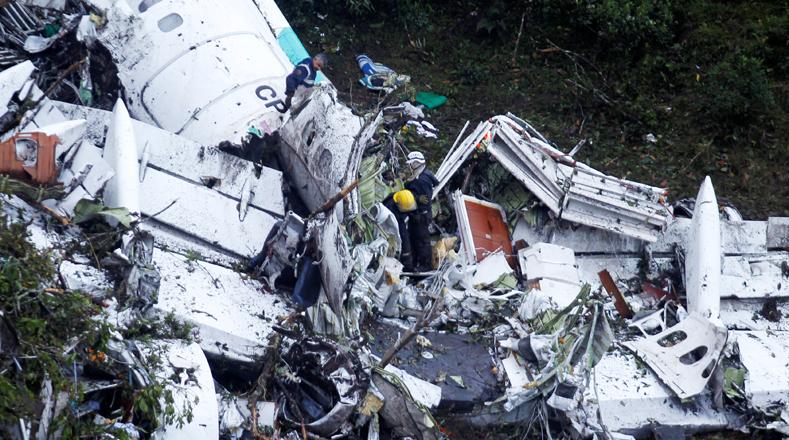 Avión de LaMia viajaba con exceso de peso y poco combustible