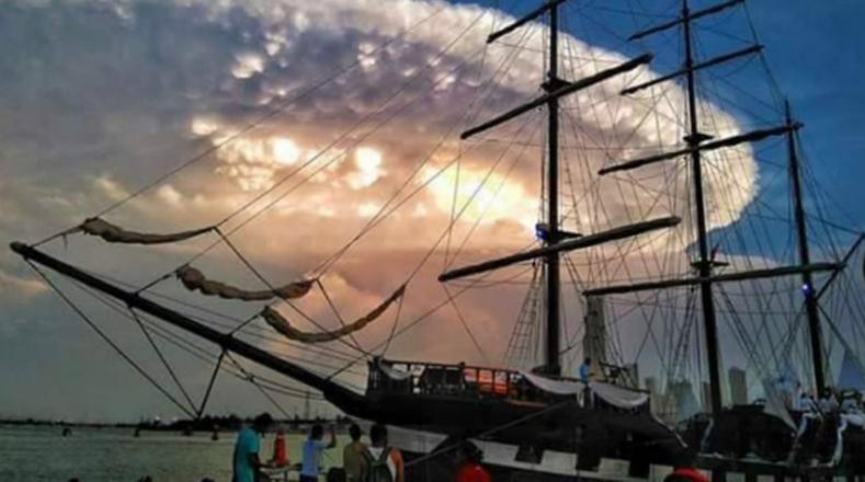 Uma nuvem com uma forma circular quase perfeita liquidada em julho deste ano no céu da cidade colombiana de Cartagena de Indias.