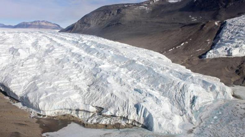 The Falls Sangue, um fenômeno natural impressionante na Antártida.