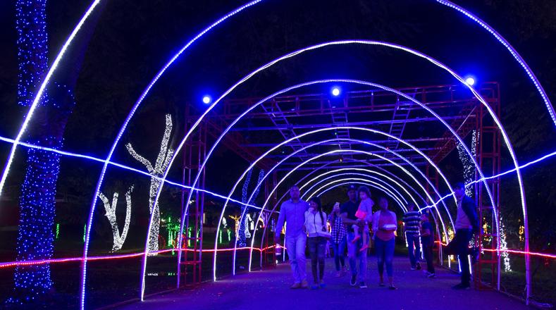 """El """"Parque de la Luz"""" en Santo Domingo es un parque temático de ambientación navideña, donde suena música alusiva a la Navidad."""