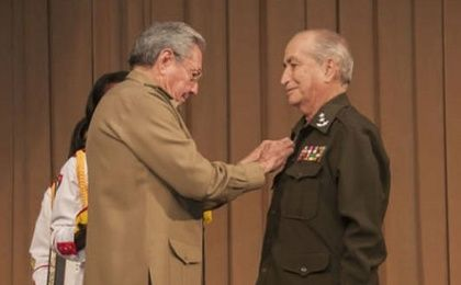 Cuban President Raul Castro (L) gave Interior Minister Carlos Fernandez Gondin the title of Hero of the Cuban Republic in 2015.