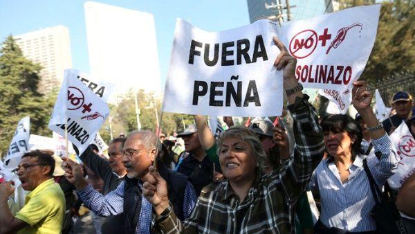 Mexicanos piden la renuncia del presidente Enrique Peña Nieto