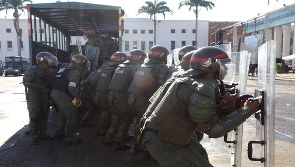La FANB está desplegada en Caracas como parte de sus maniobras defensivas.
