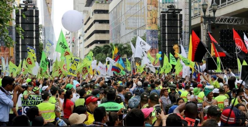 Thousands of supporters gathered downtown Guayaquil to celebrate a decade of progressive governments.