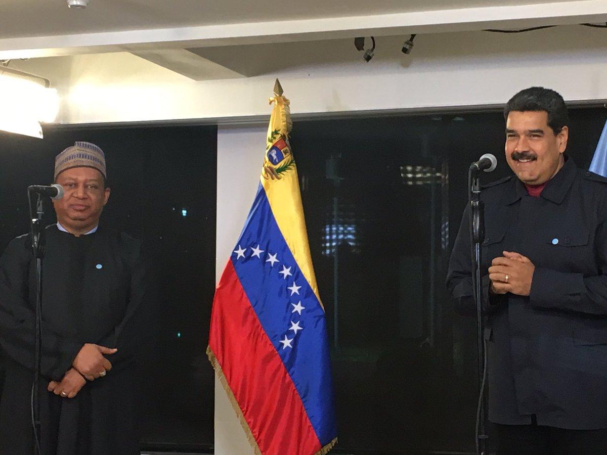El secretario general de la OPEP, Mohammad Sanusi Barkindo, se reunió en Caracas con el presidente de Venezuela, Nicolás Maduro.