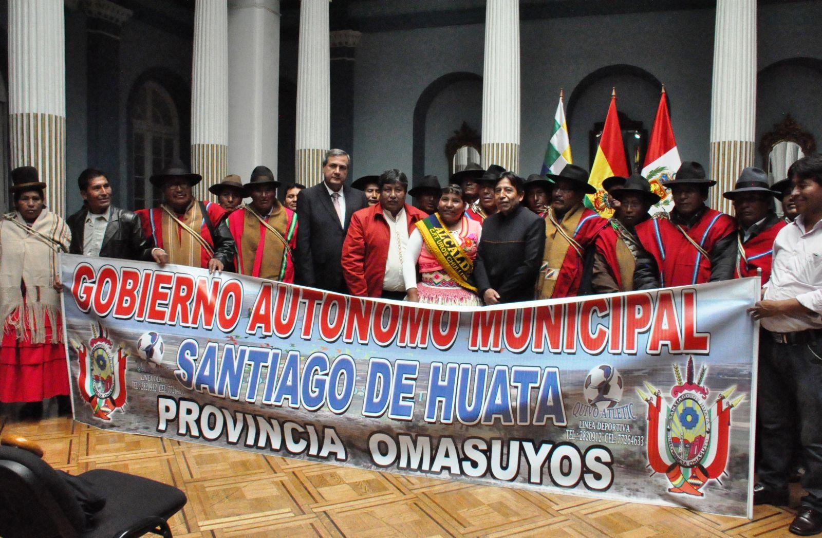 Indígenas de Bolivia y Perú firman acuerdo de hermanamiento