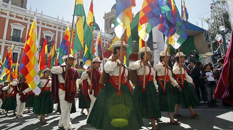 Un colorido desfile de organizaciones sociales se espera este domingo en Bolivia.