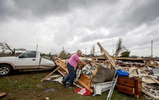 Más de 8.000 viviendas se han quedado sin fluido eléctrico, según informó la compañía local de electricidad.