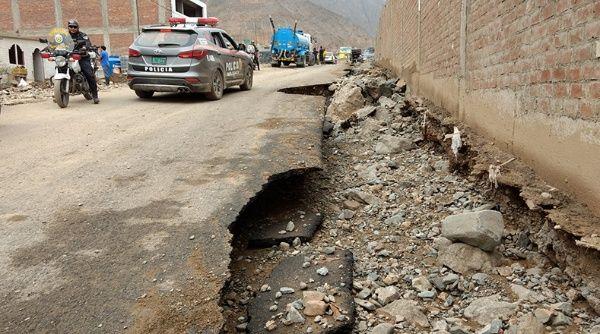 Las regiones de Arequipa, Huancavelica, Ica y Lima resultan las más afectadas por las fuerte lluvias y deslaves.