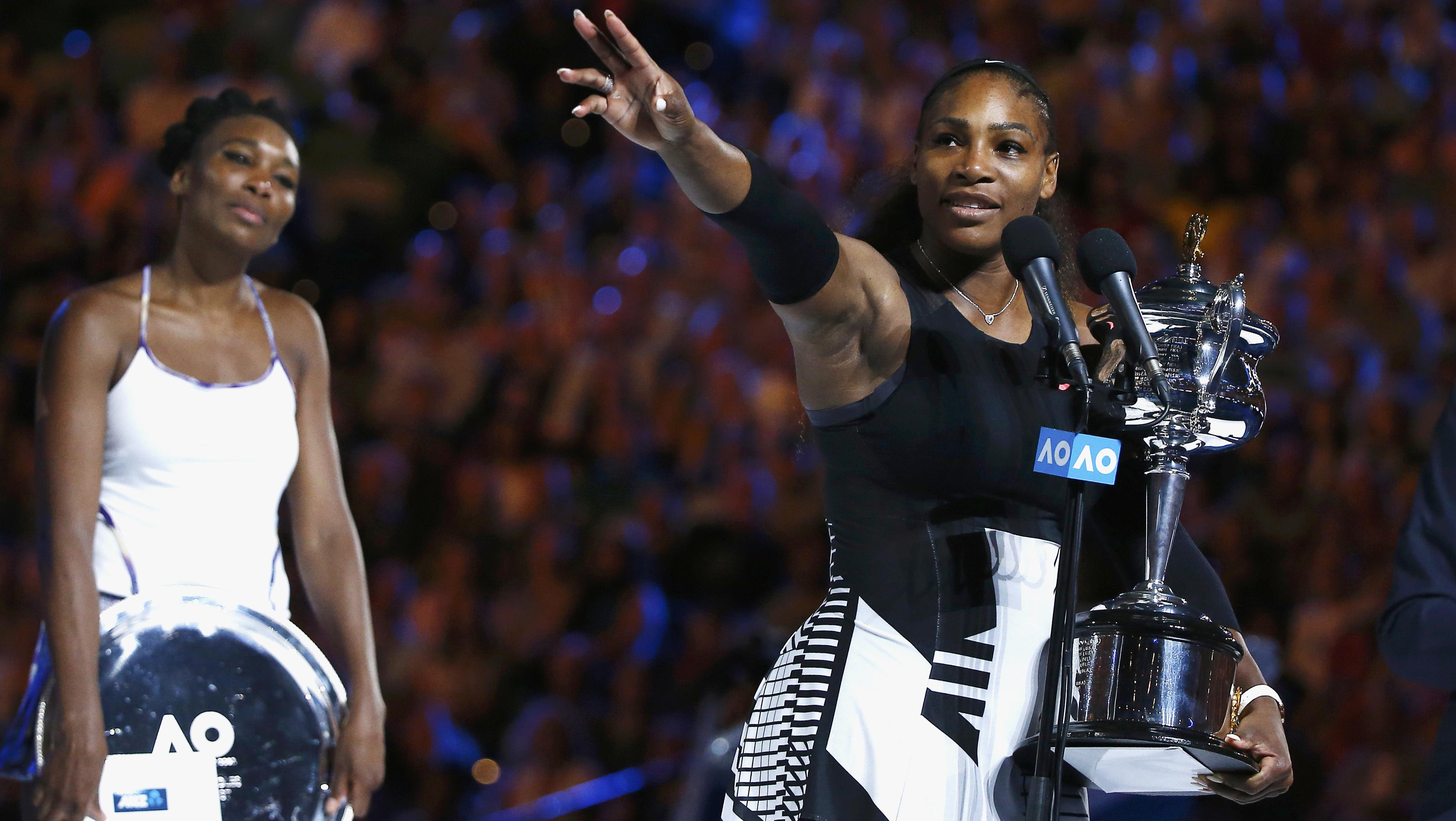 En la final de Australia, Serena Williams se impuso a su hermana Venus (i).