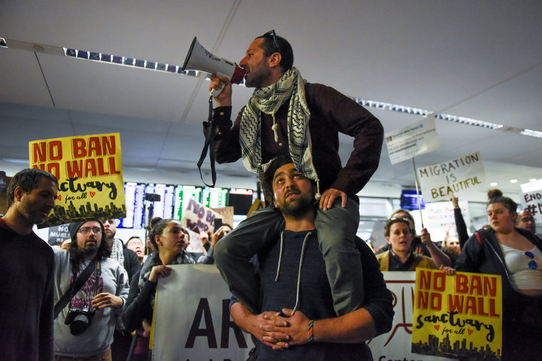 Thousands Flock to US Airports to Protest Trump's Muslim Ban ...