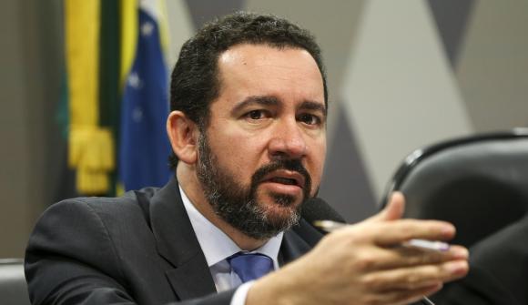 Brasil planea recortar casi $1.500 millones de presupuesto