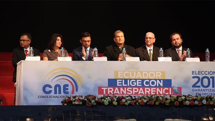 Ecuatorianos salen a votar en elecciones generales