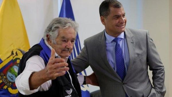 "Former Uruguayan President Jose ""Pepe"" Mujica (L) meets with Ecuadorean President Rafael Correa (R) in Guayaquil, Ecuador. Jan. 18, 2017"