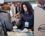 Ecuadoreans living abroad in Spain cast votes in the Mar Bella Sports Center in Barcelona, Feb. 19, 2017.