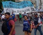 Argentina's Informal Workers March for Benefits, Against Cuts