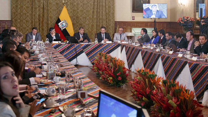 "Correa: la derecha grita ""fraude"" para disimular la derrota"