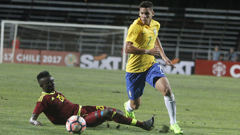Brasil gana a Venezuela y es líder del Grupo B del Sudamericano