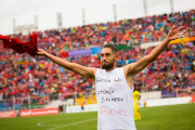 Juan Cominges reveals his singlet and tribute to Fidel after scoring, Nov. 27, 2016.