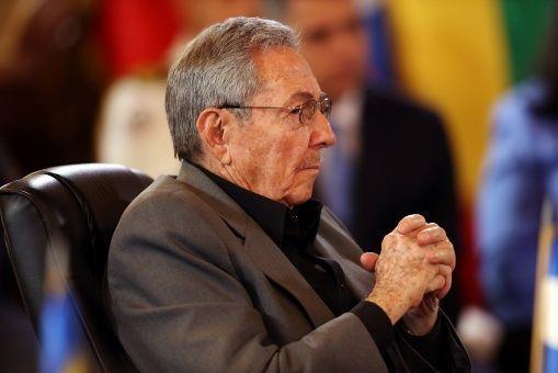 Raúl Castro: Estamos en una etapa crucial de nuestra historia