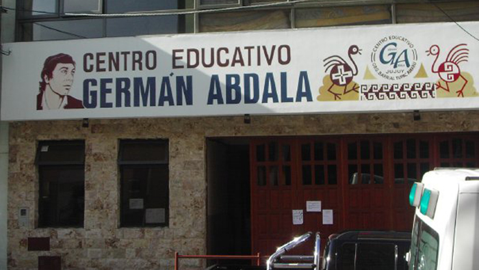 Gobierno argentino le quita cuatro escuelas a Túpac Amaru