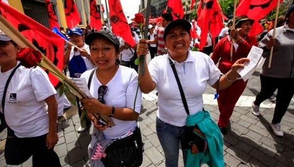 Ecuadorean women march with unions on International Workers