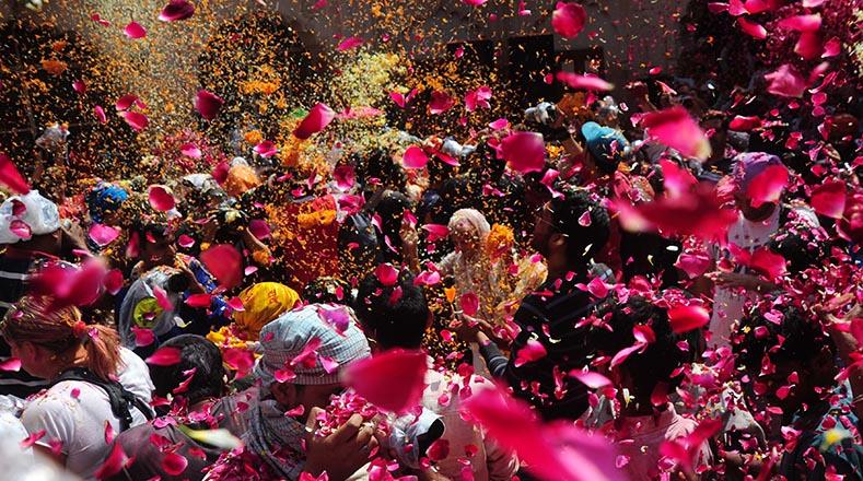 Cuando una mujer enviuda en Vrindavan lo pierde todo. No puede vestir o tocar colores, ni participar en celebraciones familiares o sociales.