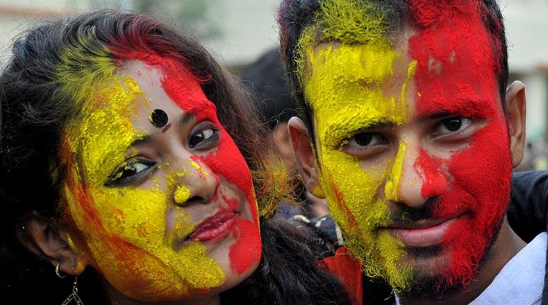 Los jóvenes universitarios también participan en el festival.