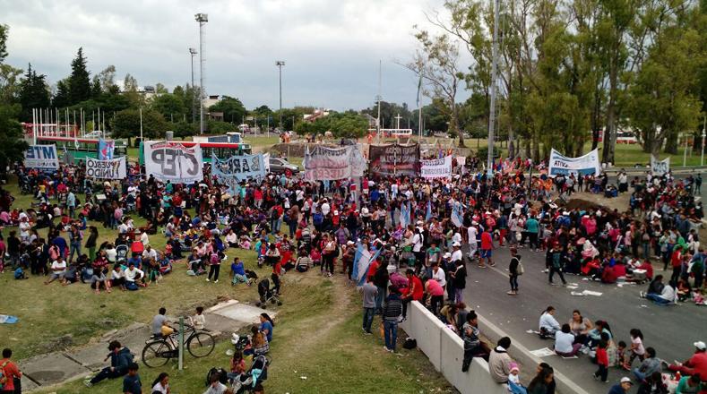 En Argentina los ciudadanos protestan este miércoles en diferentes puntos de la Capital Federal y el Gran Buenos Aires, como muestra de rechazo a la política económica del Gobierno de Mauricio Macri.
