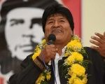 Bolivian President Evo Morales with a poster of Argentine communist revolutionary Che Guevara in the background