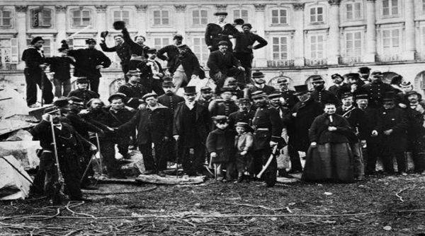 El carácter espontáneo de este movimiento ayudó en la construcción de una sociedad que cuestionaba el poder capitalista.