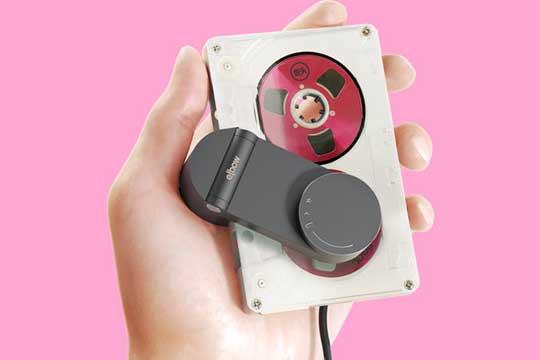 ¡Busca tus casetes! Crearon un reproductor recargable vía USB