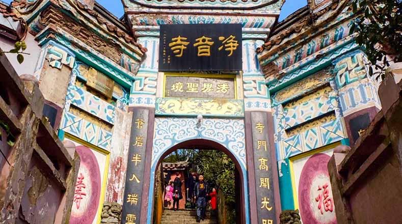 Resultado de imagem para Templo Jingyin