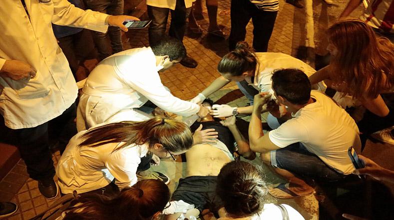 Los estudiantes instalaron un puesto de salud cerca de la Catedral de Asunción, próxima al Congreso paraguayo.