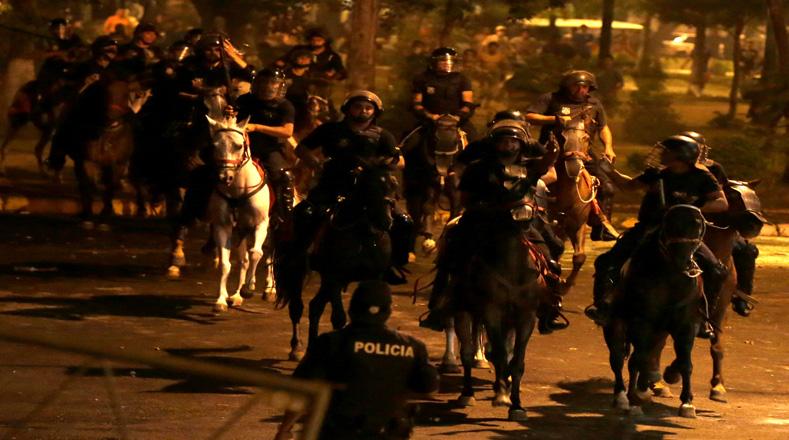 Los caballos también fueron utilizados para llegar a los sitios en protesta que se dieron en Asunción.