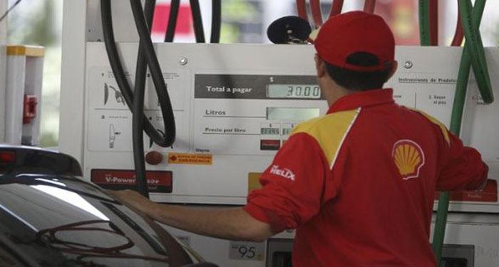 Gobierno de Argentina aumenta otra vez el precio de la gasolina