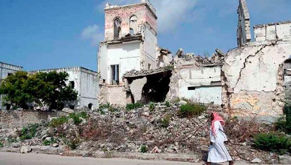 Em 1991, a ditadura de Mohamed Siad Barre foi derrubada e desde então o povo somali ficou preso em um interminável conflito interno.