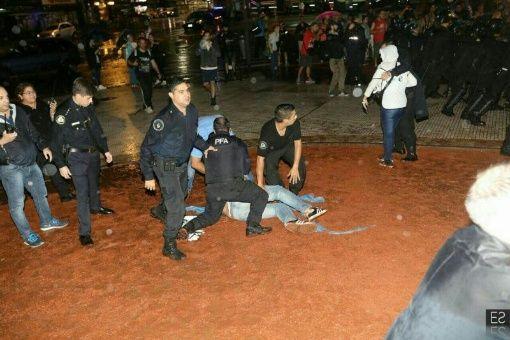 Hay cuatro docentes detenidos y varios heridos.