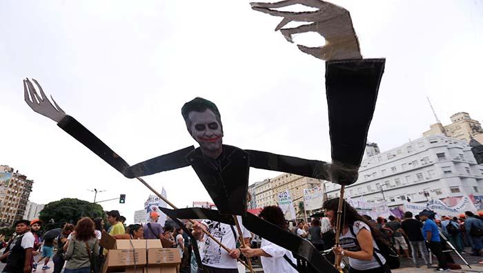 Se desploma la imagen de Macri tras ola de protestas en Argentina