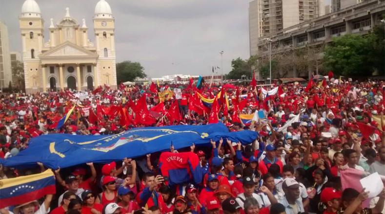 El apoyo popular al presidente Nicolás Maduro salió desde todos los puntos de la ciudad de Caracas para finalmente llegar a la emblemática avenida Bolívar.