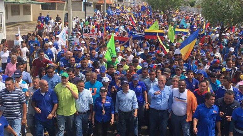La oposición mantiene una agenda violenta y una campaña internacional para que intervengan Venezuela.
