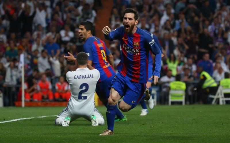 Doblete de Messi al Real Madrid pone líder al Barcelona