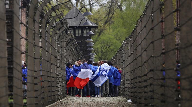 """El objetivo de esta conmemoración es """"inspirar a los participantes a luchar contra la indiferencia, el racismo y la injusticia, siendo testigos de las atrocidades del Holocausto""""."""