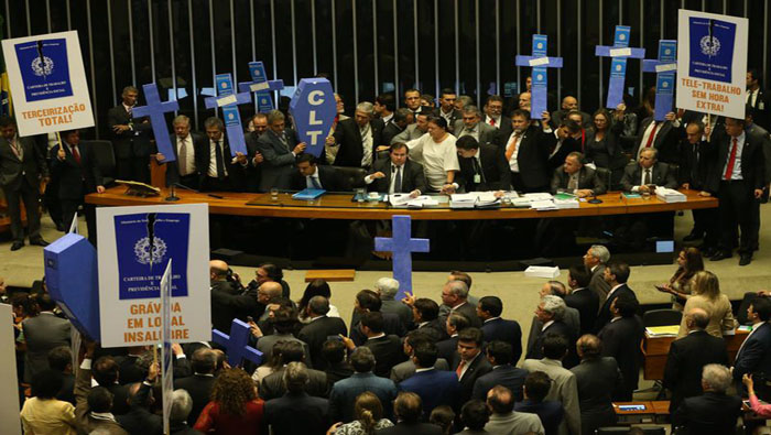 Diputados criticaron con vehemencia la aprobación del proyecto de ley.